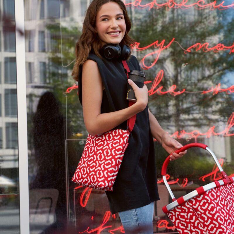 Reisenthel Shoulderbag S, signature red